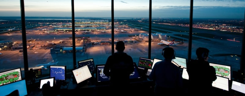 Air Traffic Controller Saat Berada di Control Tower
