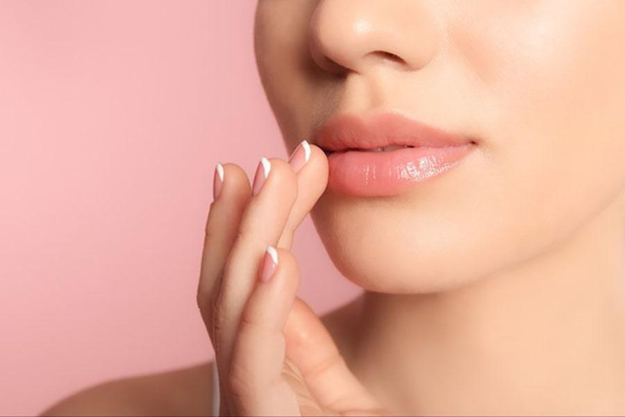 Tips Melembabkan Bibir Ala Pramugari Tanpa Efek Samping
